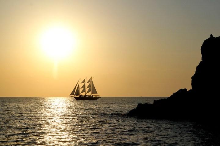 Santorini Sunset Cruise