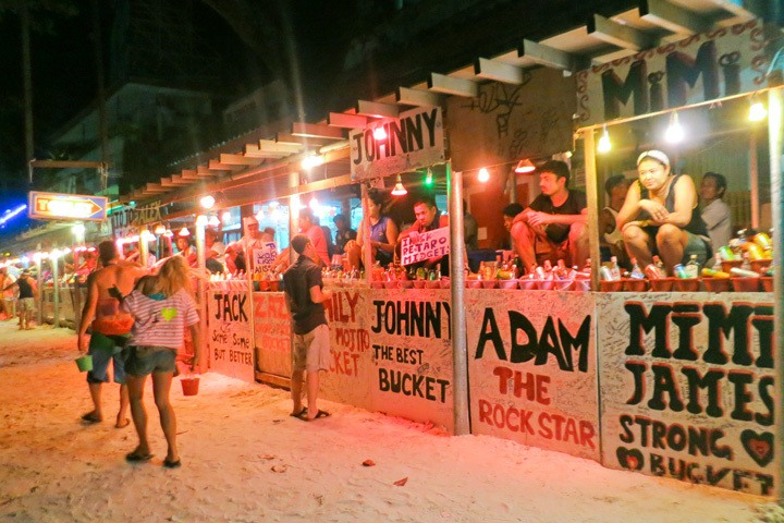 Buckets for Sale, Full Moon Party