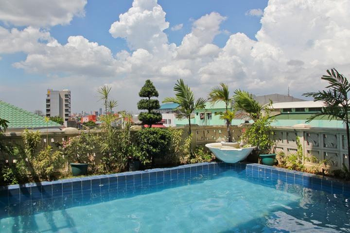 Pink Hostel Manila Pool