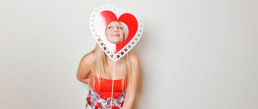 Happy Valentines Day from Alex in Wanderland and Rebtel! thumbnail