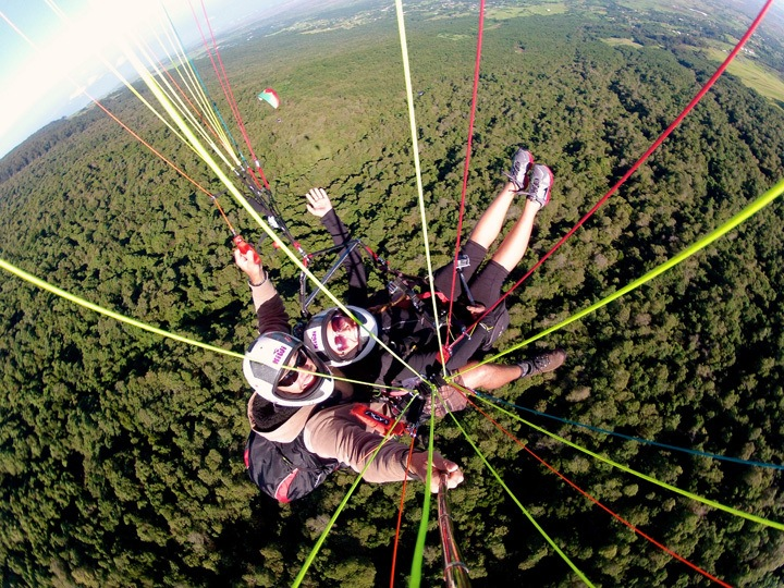Paragliding in Maui