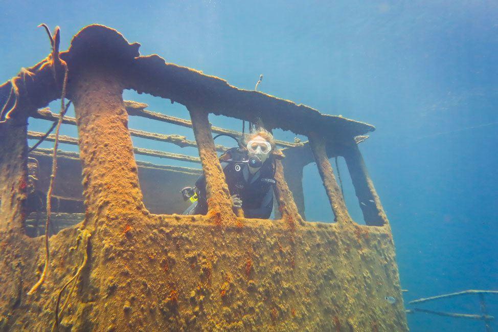 Diving in Santorini