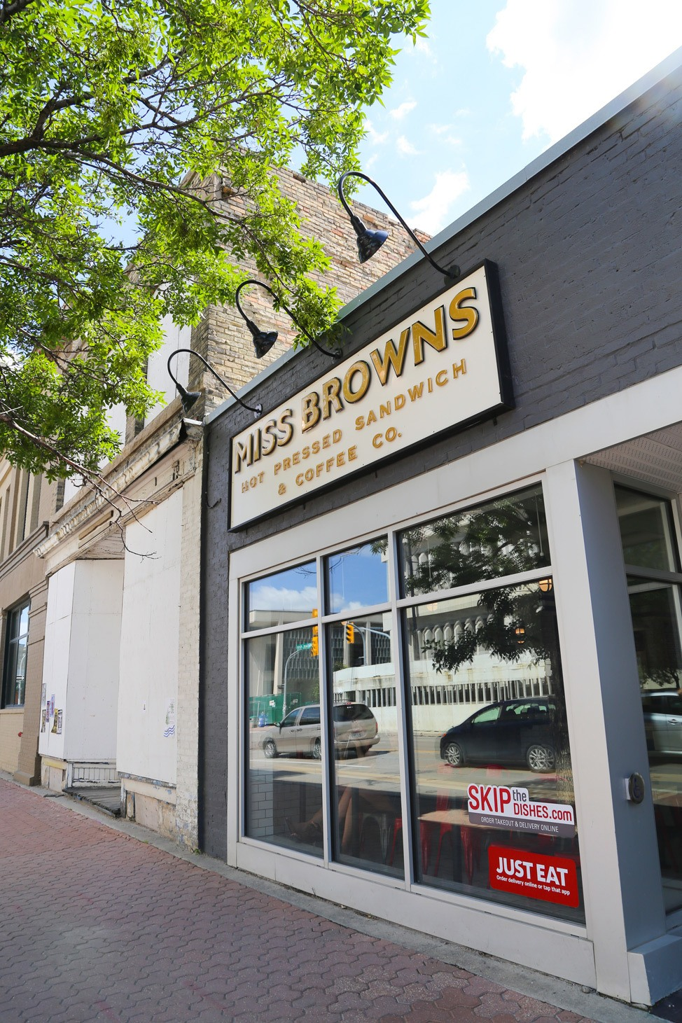 Miss Browns / Where To Eat in Winnipeg