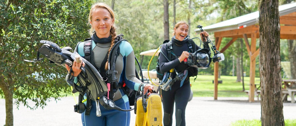 Florida Underwater: A Review of PADI's Cavern Diver Course thumbnail