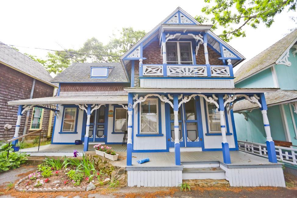 MVCMA Gingerbread House Walking Tour Oak Bluffs