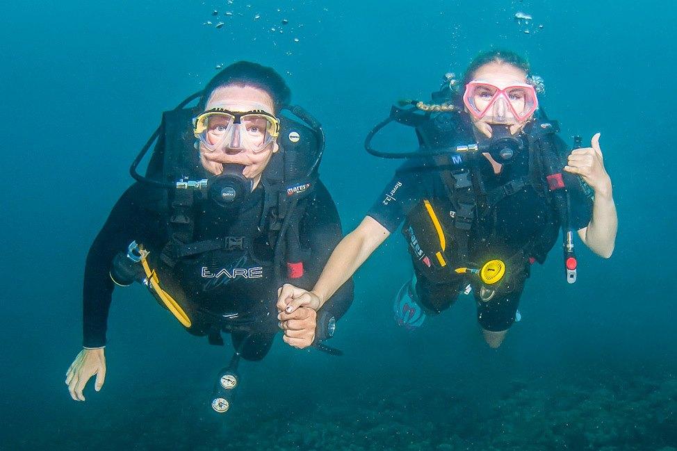 PADI Scuba diving at Wander Women Dive and Yoga Retreats, Koh Tao, Thailand