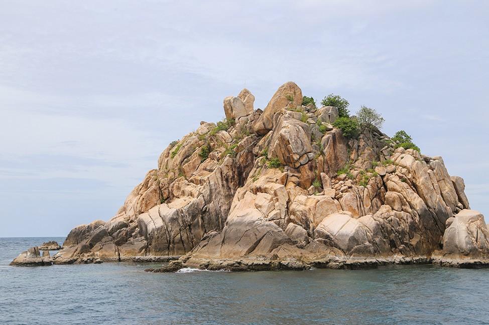 Diving Shark Island, Wander Women Retreats, Koh Tao, Thailand