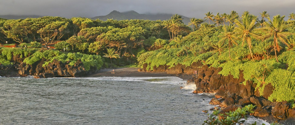 The Wanderland Guide to the Perfect Maui Camping Trip thumbnail