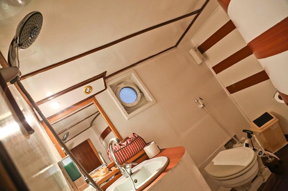 King Snefro 5 Cabin Bathroom