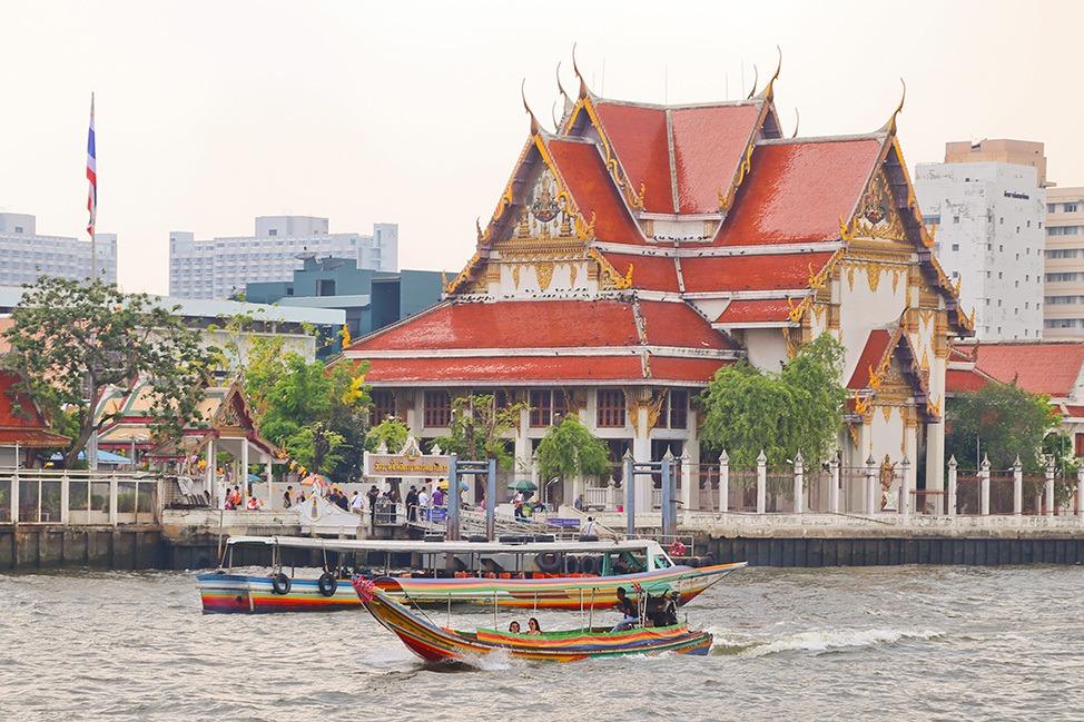 Temple on the Chao Phraya River, Bangkok, Thailand