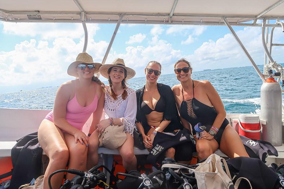 Scuba Diving with Pocna Dive Center, Isla Mujeres, Mexico
