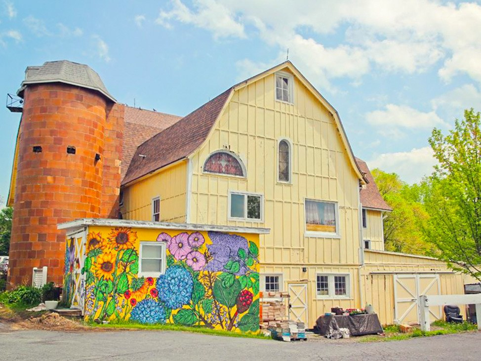 Wander Women Hudson Valley: yellow barn with mural in New York