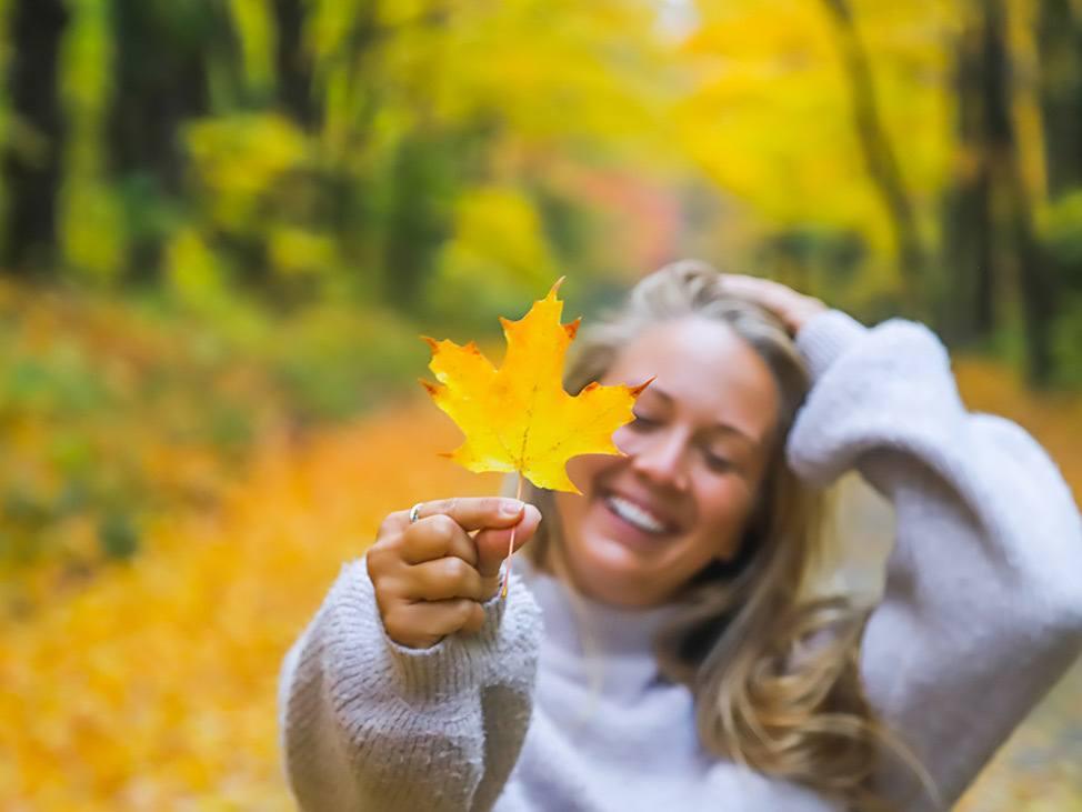 Wander Women Hudson Valley: Alex Baackes holding fall foliage in upstate New York