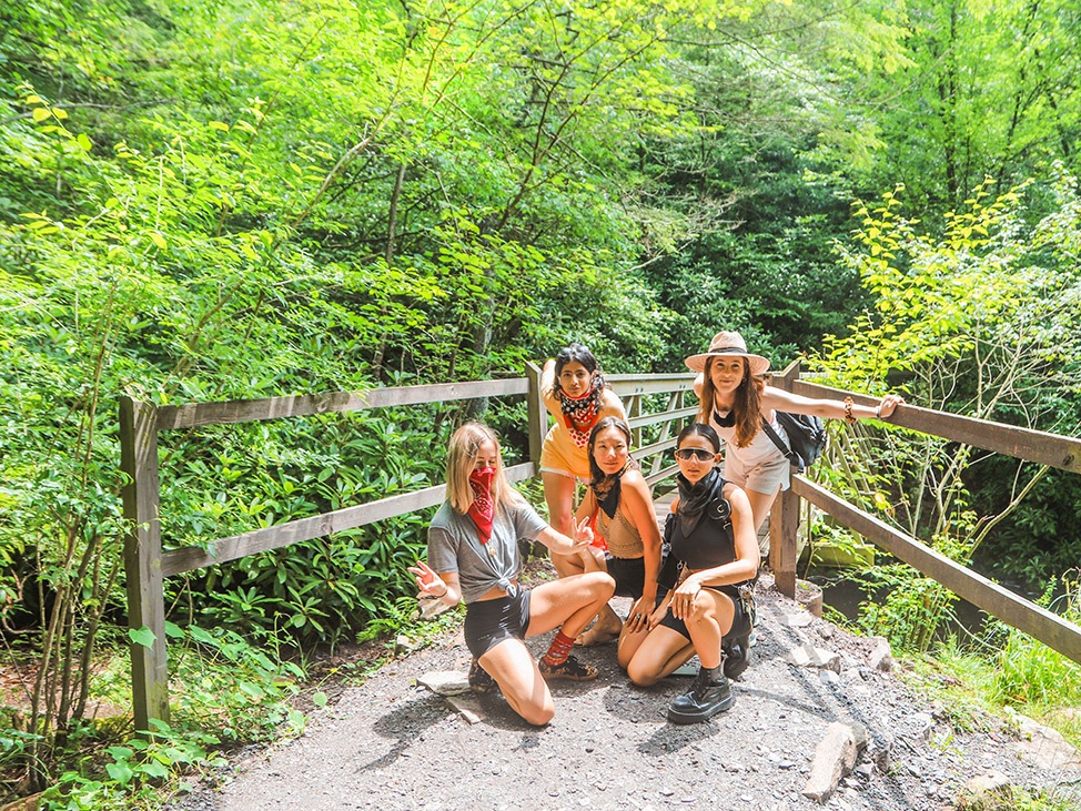 Wander Women Hudson Valley: group of girls hiking on the East Coast